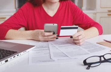 Online Shopping Debt Got You Down? Start Saving Money Now
