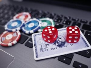 How Canadians Can Save Money on Online Casinos: Free Spins and Welcome Bonuses